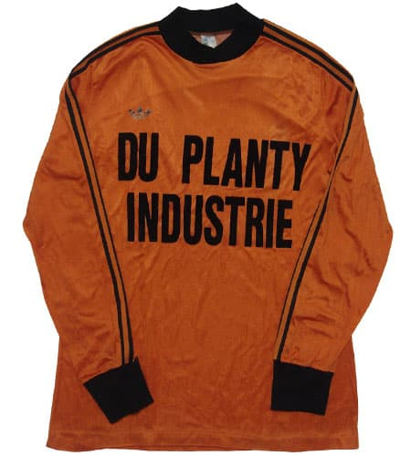 オレンジ アディダスサッカーシャツ